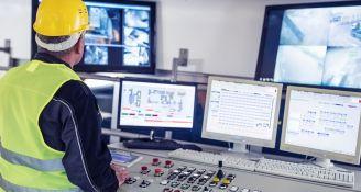 2018/07/technician-in-control-room-4blog.jpg